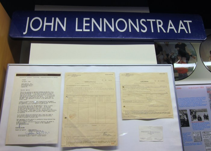 John Lennonstraat sign Beatles museum