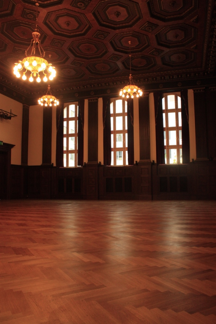 Hall_by_the_wall_Hansa_studios.JPG